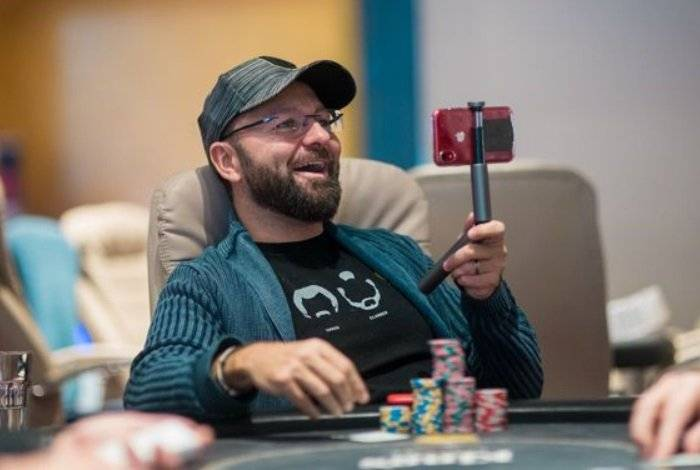 Daniel Negreanu started to run his vlog